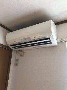 エアコンの取り外し作業です